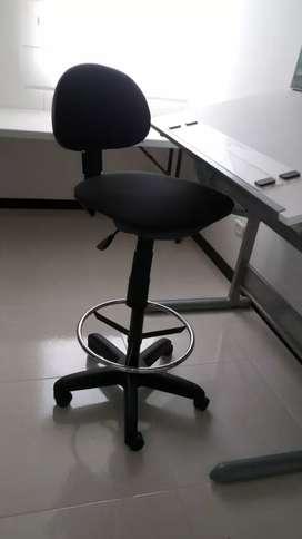 Mesa de dibujo técnico + silla ajustable