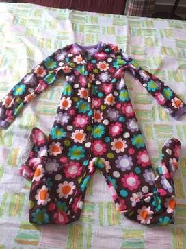 Pijama enteriza niña talla 7'8 en perfecto estado