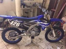 Moto yamaha yz250f motocross
