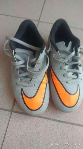 Botines Nike Hypervenom talle 31