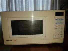 Horno Microondas Goldstart  digital c/ grill - 28 lts