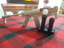 Se vende pistola con PS move y cargador para la PS move sin el cable