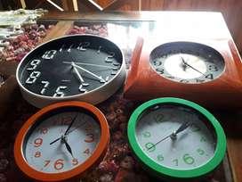 Lote de relojes de pared a revisar todos x 500$