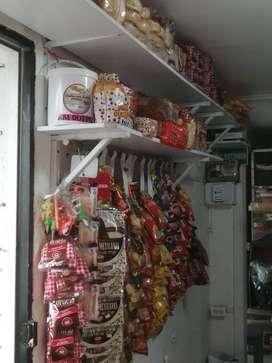 Se vende negocio acreditado Salsamentaria víveres abarrotes  y cafetería.