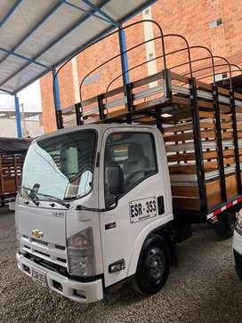 Camion NHR 2019 estacas