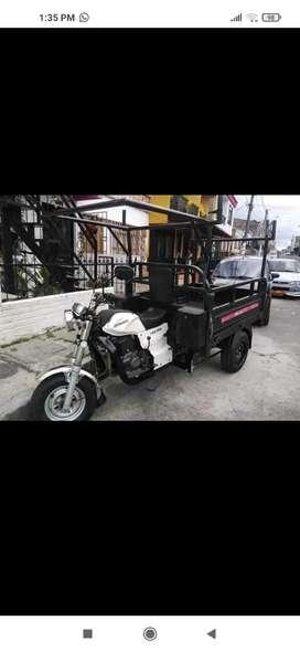 Se vende moto carguero akt 200