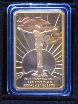 Lingote metálico color dorado Ultima cena y crucifixión