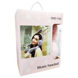 Audífonos con orejas de conejo
