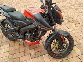 Vendo moto pulsar NS 200 buenisima