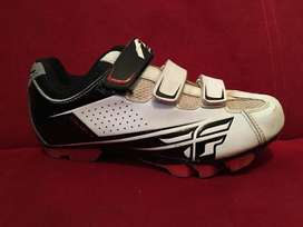 Zapatos De Niño Marca Fly Mecanismo De Clip Usados