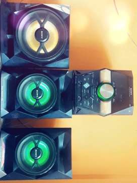 Mini componente sony en perfecto estado de 3 parlantes
