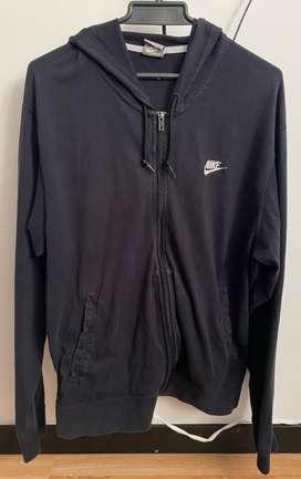 Vendo o cambio chaqueta nike talla L