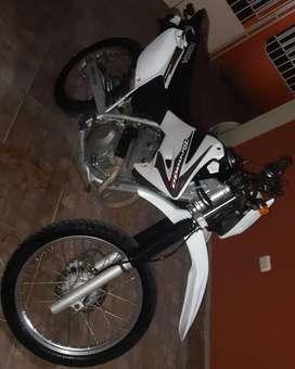 Vendo moto Honda tornado al dia, la tengo 10/10