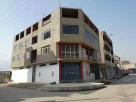 id-153959 Se vende linda casa de ocasión! con local comercial y frente a parque en buena ubicación.