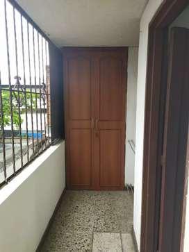 Se alquila aparta estudio 3 piso en el barrio San Fernando en la ciudad decali