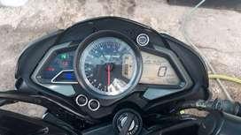 Moto usada casi nueva rouser 1600
