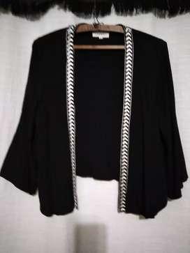 Casaca negra de seda con bordado