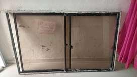 Vendo ventana de aluminio en buen estado con su protector.
