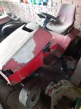 tractor  16 HP marca toro