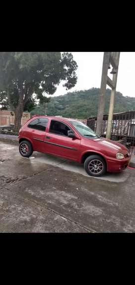 Carro en excelentes condiciones mecánica y estéticamente tiene vidrios eléctricos alarma bloqueo dirección idraulica