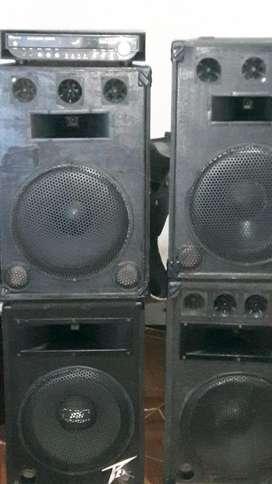 amplificador y 4 columnas-1200 vatios en 4 salidas 4 cabinas