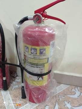 Vendo 2 extintores completamente nuevos