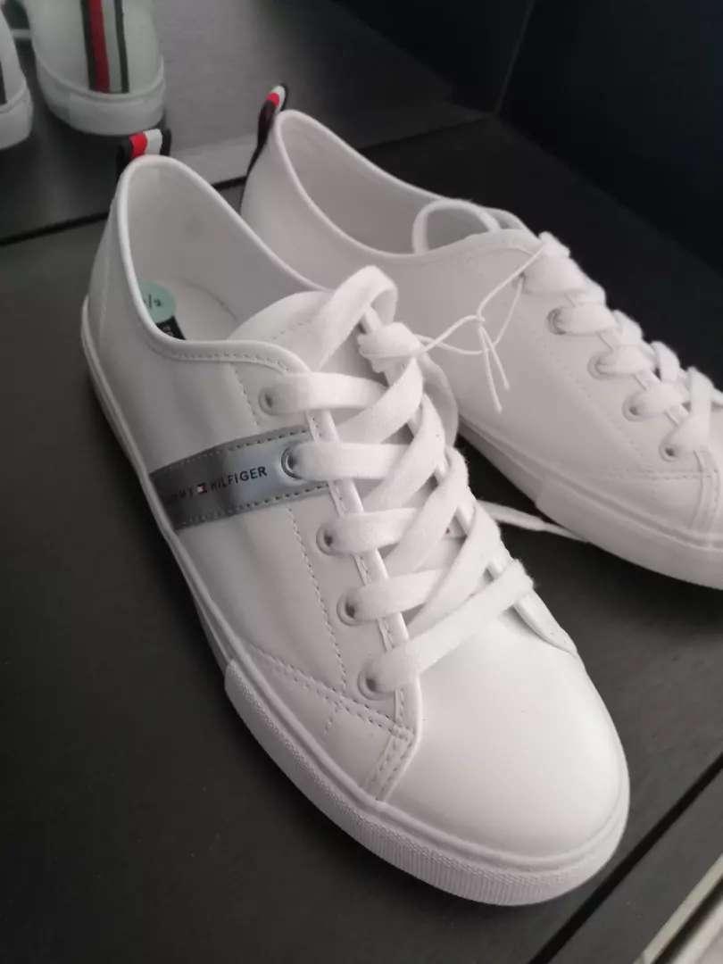 Zapatos blancos Tommy Hilfiger blancos 0