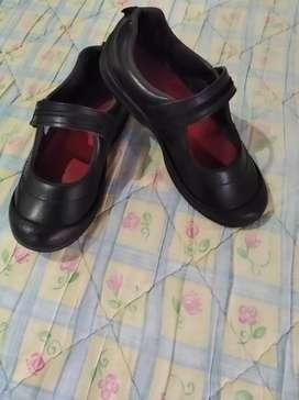 Zapatos colegiales de niña 20000 pesos