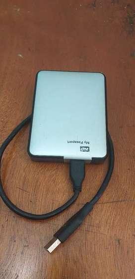 Disco duro portable de 1000 gigas en excelente estado
