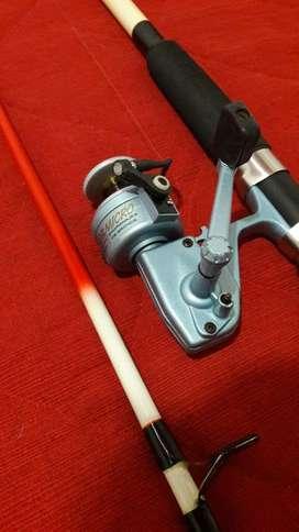 Reel micro escualo bacota y caña waterdog
