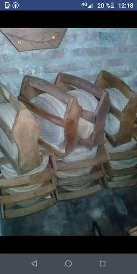 Platos de algarrobo con canasta