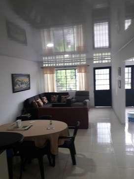 Casa con plancha para construir apartamentos en segundo piso
