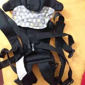 Mochila importada para llevar bebé. Sin uso