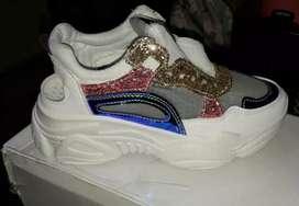 Hermosa zapatillas  disponible
