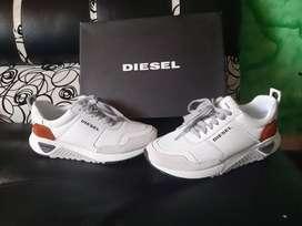 Tenis Diesel nuevos blancos original en caja