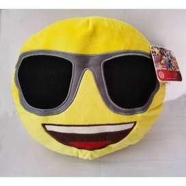 Peluche cojin Emoji - Emoticion feliz con lentes oscuros - Entrega en el distrito de San Miguel.