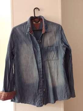 Camisa de jeans en buen estado
