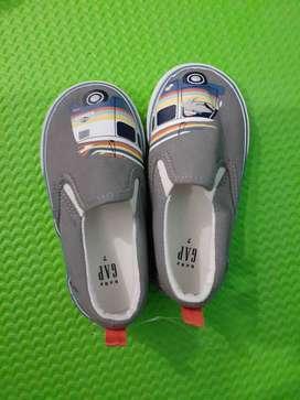 Zapatos Gap talla 7 para niño
