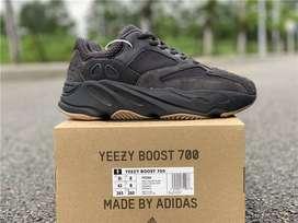 Adidas Yeezy 700 Utility Black 9.5 US / 42 liquido