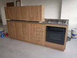 4 muebles de cocina color miel (2 inf.+ 2 sup. + fogon y horno)