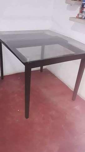 Mesa de vidrio sin silla