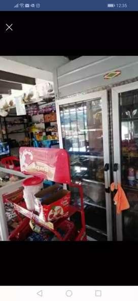 Se vende negocio acreditado con puesto de comidas rapidas