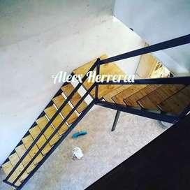 Escaleras con escalones de madera