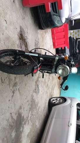 Moto Gilera 200.