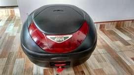 Maletero para moto marca GIVI Flow