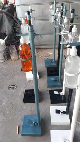 Pedestal de desinfección con incluye  atomizador