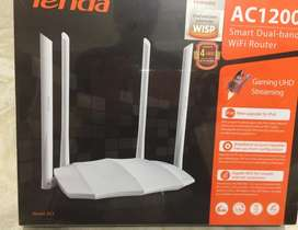 Router de 4 Antenas AC5. Nuevo, con 6 meses de Garantia
