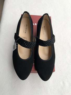 Elegantisimos, zapatos de ante con cristales Swarovsky talla 37 1/2