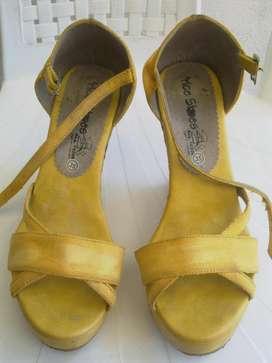 Sandalias Chanclas altas tipo Tacon amarillas en buen estado talla 35!