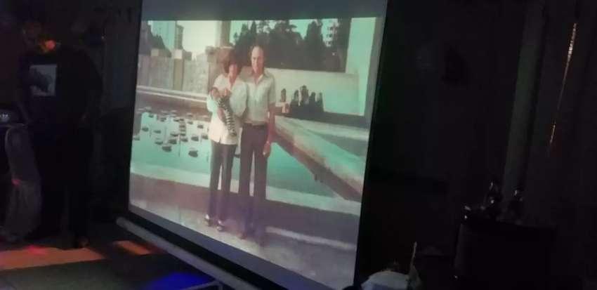 Alquiler proyector y pantalla 0